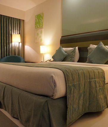 Faut-il être majeur pour louer une chambre d'hôtel